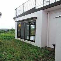 *外観/海を臨む高台に建つ一軒家。お庭からは解放感のある眺めを堪能!
