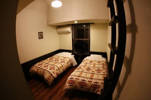 ロフト&バストイレ付き 4ベッドルーム  104号室
