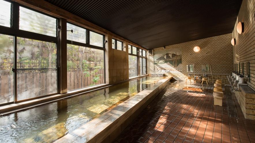 *水芭蕉乃湯/男性大浴場(男女入替)スッと馴染むアルカリ性単純温泉が肌と日頃の疲れをほぐします