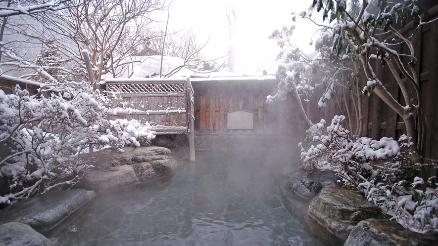 *冬は静けさの中で雪見露天風呂をお楽しみいただけます