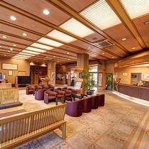 *【館内】広い空間のフロント・ロビーエリアでは椅子の数も多く設けているた快適にお過ごしいただけます。