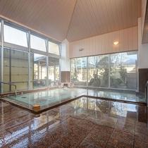 *【風呂】大浴場では庭園を眺めながら至極の時間をお過ごしできます。