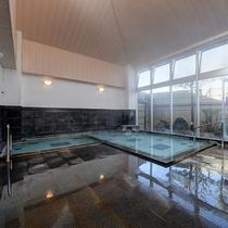 *【風呂】心地よい外の日差しが差し込む大浴場で御入浴頂けます。
