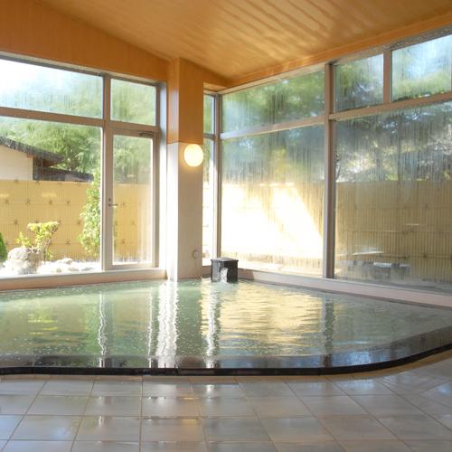 【温泉】《石渕の湯》宿泊棟にある大浴場です。身体の芯から温まります。