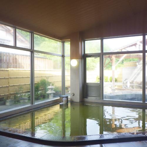 【温泉】《石渕の湯》ぬめりが強くお肌しっとり、緑に近い色の温泉です。