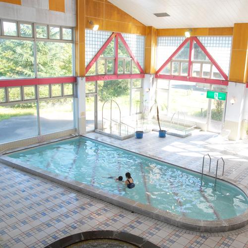 【館内】《プール》施設内には、夏季限定で営業されるプールがあります。
