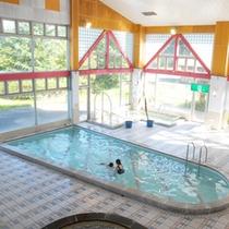 *【プール】施設内には、夏季限定で営業されるプールがあります。