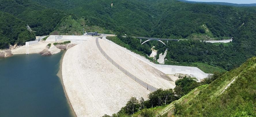 【周辺観光】《胆沢ダム(初夏)》当館からお車で約8分