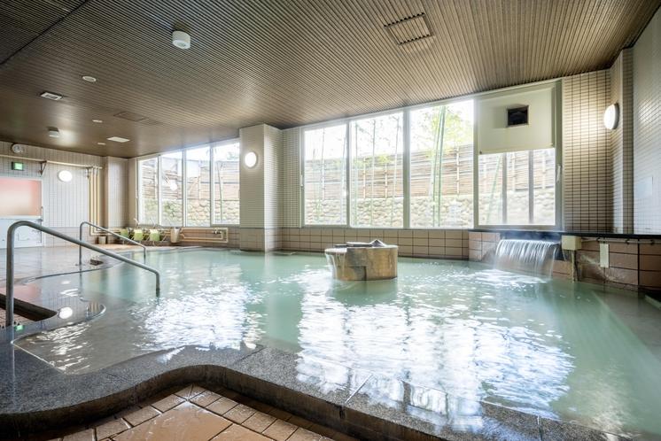【温泉】《天沢の湯》焼石岳温泉は、肌がしっとりすることから美肌の湯ともいわれています。