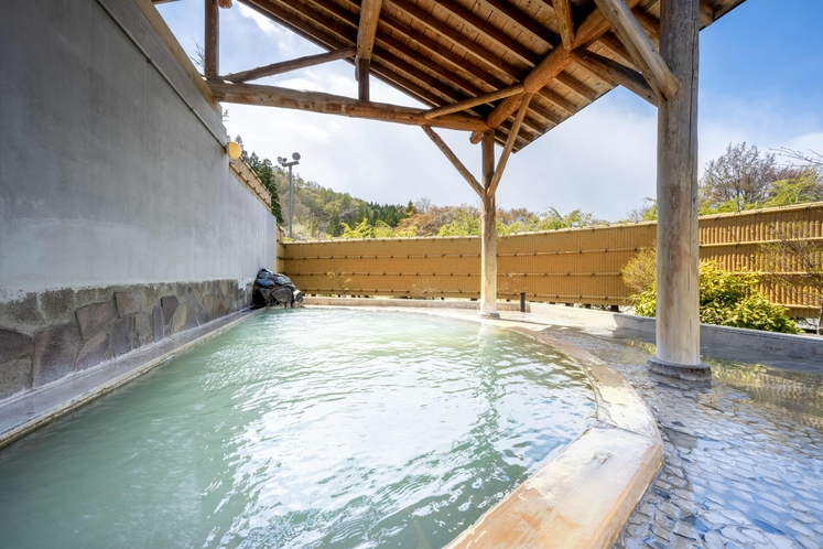【温泉】《露天風呂(番所の湯)》湯上り後も体の芯までぽかぽかと保温&保湿効果が期待できます。