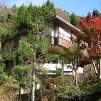 *大阪市内、京都市内から車で約1時間の大自然(外観:秋)