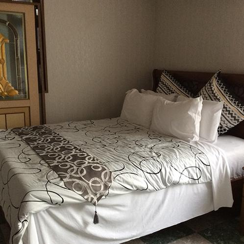 *まーめいど/《ベッドルーム》3つあるベッドルームのうち1つはダブルベッドです。