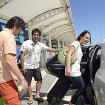 *大好評の自動車貸し出しサービス。空港より送迎いたします!