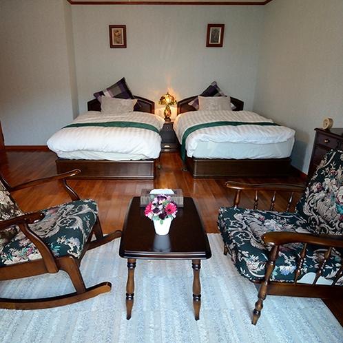 *まーめいど/《ベッドルーム》家具や寝具にもこだわっており、お客様の快適な滞在をサポートいたします。