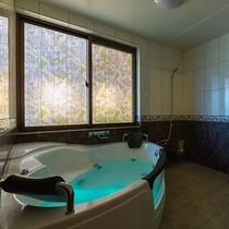*いるか/《お風呂》1棟貸しのヴィラだからできる贅沢な空間。