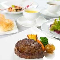 【ロースステーキコース】柔らかい肉質と濃厚な味わいが人気です