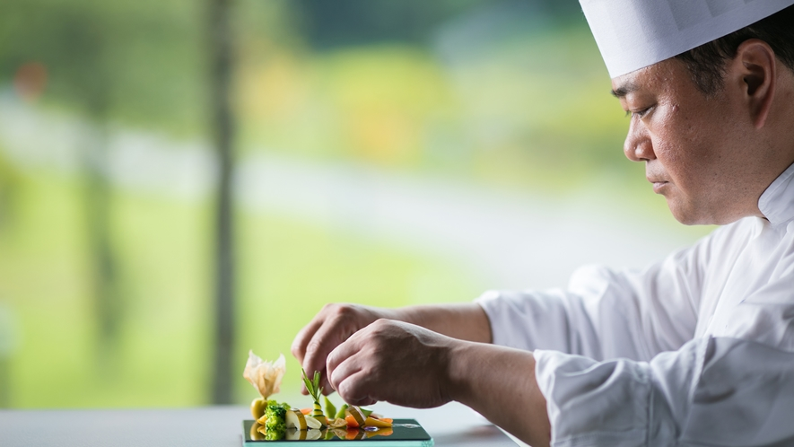 真摯に食材と向き合うその指先が生み出す極上の一皿