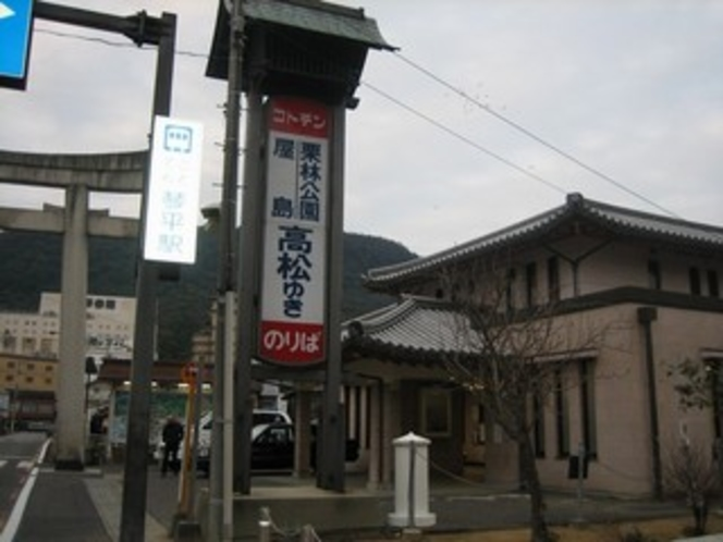 琴電琴平駅 2015年1月にセブンイレブンできます。
