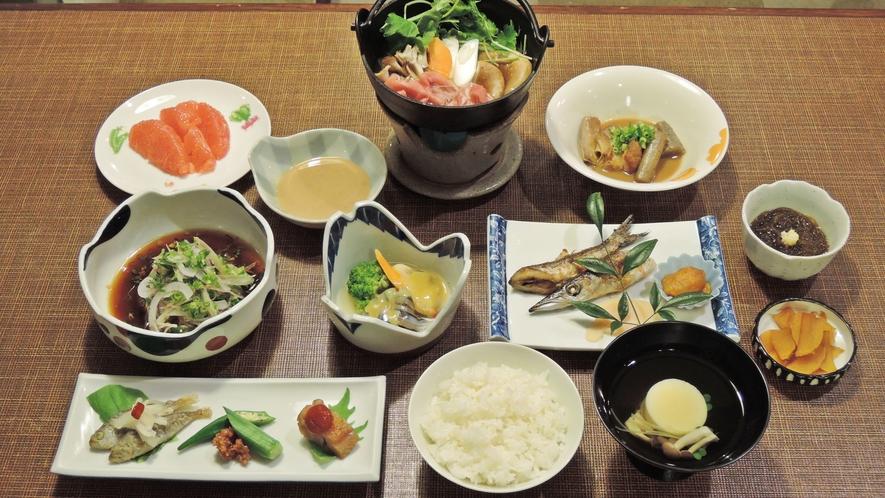 *【夕食一例】女将が腕を振るう鹿児島名物を盛り込んだ家庭料理。