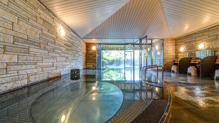 *【大浴場】入浴時間は15〜24時・6〜10時。下呂温泉の名湯を心ゆくまでお楽しみくださいませ