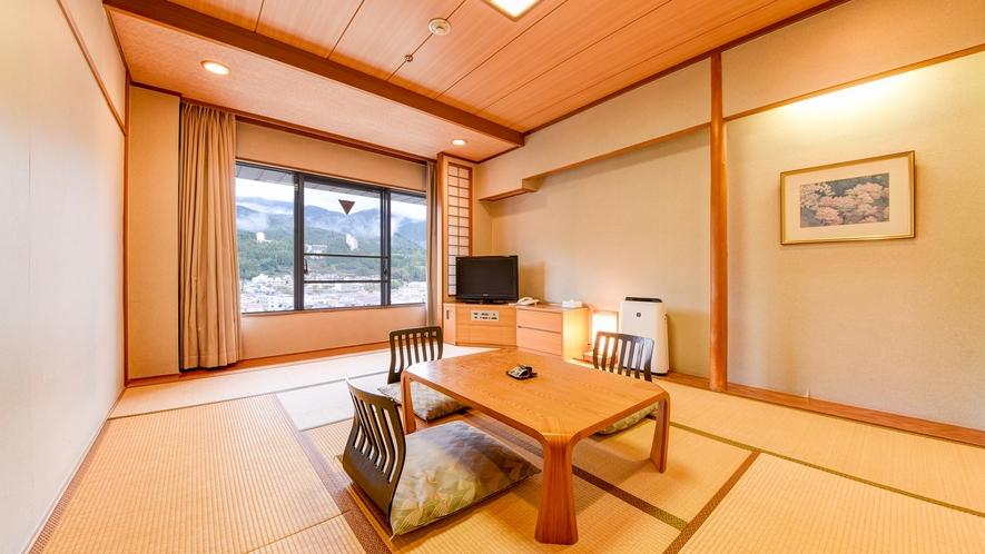 *【和室10畳】畳が心地よい和の空間。川側・山側のお部屋がございます