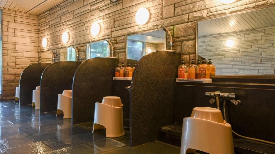 *【大浴場】洗い場はもちろん、清潔感を大切にした空間です