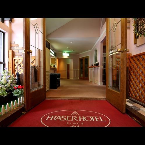 【館内入口】家族のための小さなメゾネットホテル。