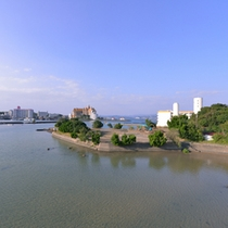 *お部屋からの景観/眼下に広がる古賀浦湾の美しい風景。行き交う船を眺めながら旅情に浸るひと時を。