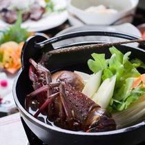 *お夕食一例(黒潮コース)/当館の定番和会席料理。心も体も温まる海鮮鍋に舌鼓。