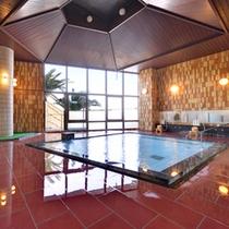 *大浴場/湯触り心地よい温泉は、ナトリウム-炭酸水素塩・塩化物泉の泉質。美肌や保温に効果◎