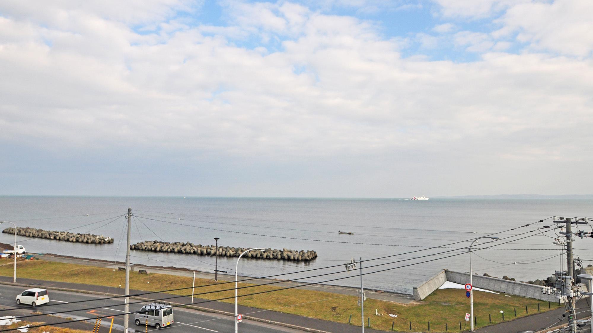 【客室からの眺望】宗谷の海を眺めることができます。
