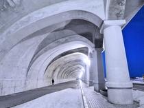 【稚内港北防波堤ドーム】強風と荒波を防ぐ全長427m、円柱は70本と世界でも珍しい半アーチ形ドーム