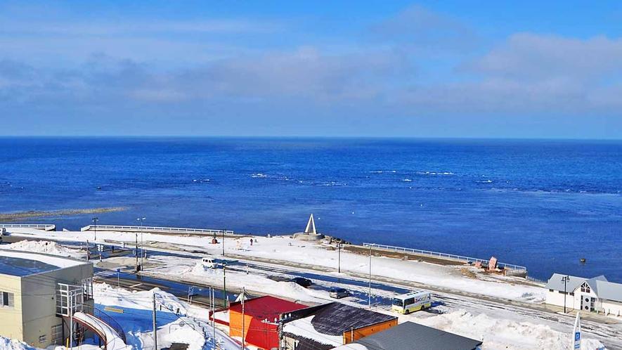 【宗谷岬】遠くにサハリンの島影を望むこともできます。
