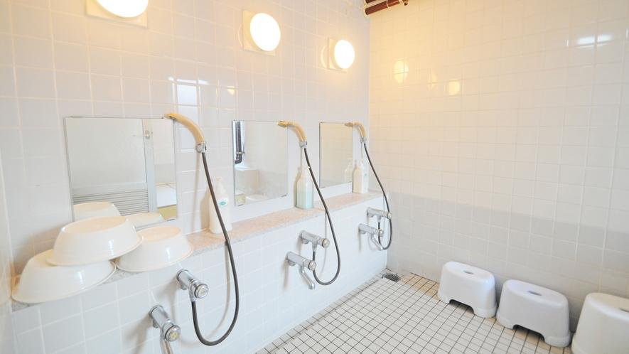 【浴場洗い場】