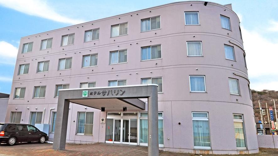【ホテル外観】JR稚内駅から徒歩6分。便利な立地です。