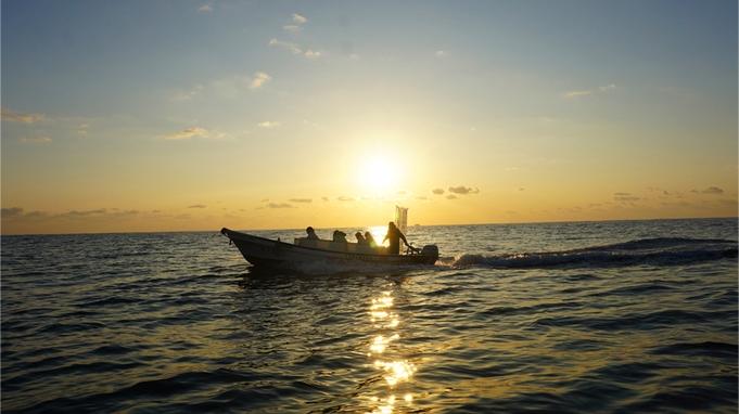 【「幸せになれる」朝日体験in大船渡!】日の出ウォッチング&穴通磯クルージング体験で素敵な思い出を