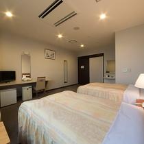 *【客室一例/ツイン・バリアフリー】引戸・手すりありの車椅子対応のお部屋です。