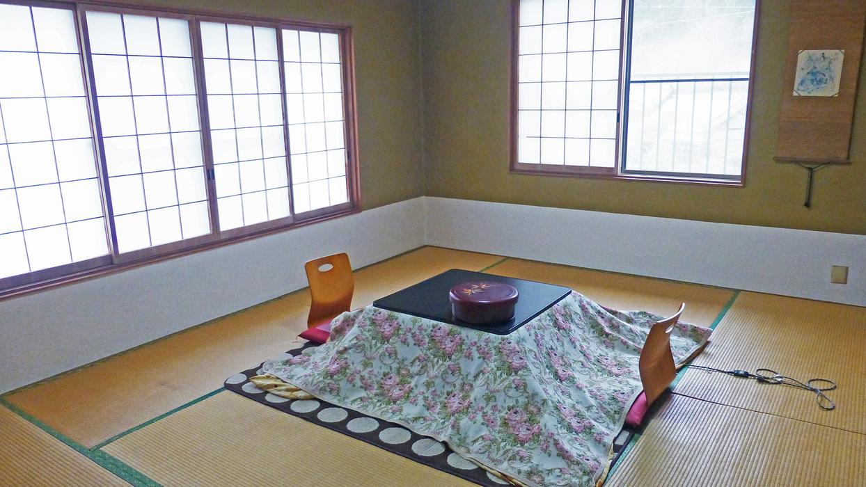 *客室一例(冬)おばあちゃんの家に帰ってきたような、ほっと寛げる客室です。