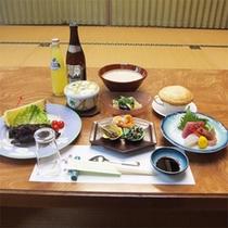 *夕食一例/落ち着ける「個室」にて、和洋中のメニューをご用意させていただきます。