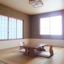 *客室一例/畳が心地よい純和風の和室。広さは人数により8畳から10畳となります。