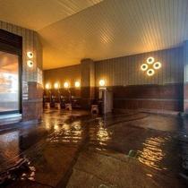 【大浴場】自家源泉掛け流しの大浴場は常に新鮮な湯があふれています♪