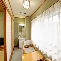 *和室8畳/縁側があるので、お部屋が広く感じます。