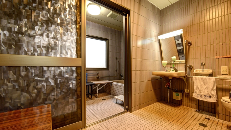 *機能回復浴…920円(税込)※バリアフリーの温泉です。