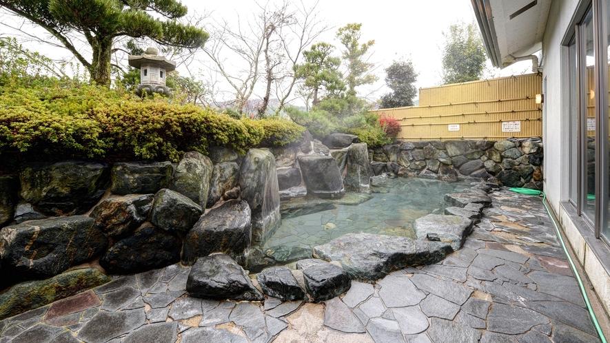 *露天風呂(岩風呂)/大きくゆったりと入浴いただけます。