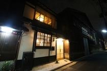 外観 夜のつばら Tsubara at night