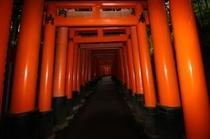 伏見稲荷大社 京阪電車で約20分 Fushimiinari shrine, No.1 sight!