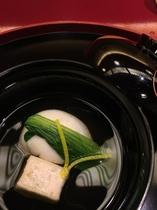 絶妙なお味の素晴らしい 京料理のお椀もの。藤やさんにて。