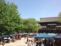 毎月21日は東寺の縁日 弘法さん、25日は北野天満宮の天神さん