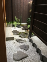 """坪庭へのアプローチ  The path for """"Tsuboniwa"""" small garden."""