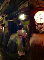 艶やかな芸妓さんを見ることも!花見小路 徒歩7分  Geisha-san at Gion.